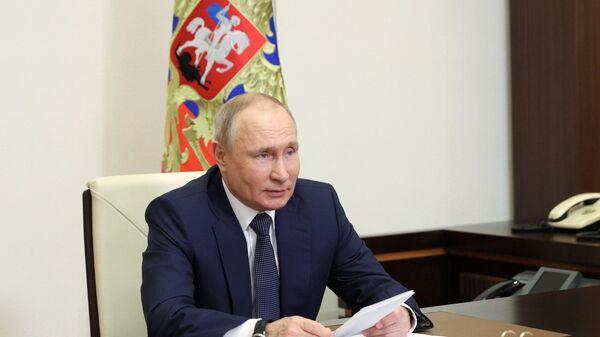 Президент РФ В. Путин провел совещание по реализации отдельных положений его послания Федеральному собранию - Sputnik Таджикистан