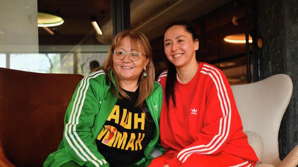 Певица Манижа с мамой  - Sputnik Таджикистан