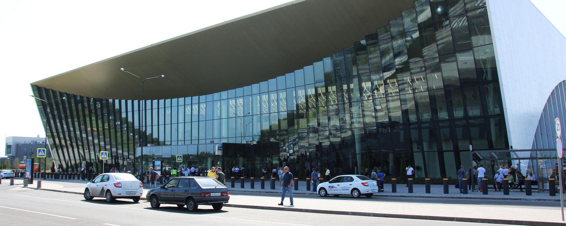 Здание международного аэропорта Гагарин в Саратовской области - Sputnik Тоҷикистон, 1920, 25.05.2021