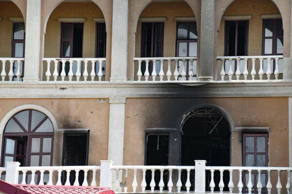 Многие постройки были сожжены и разрушены самими кыргызами, а некоторые - бандитами во время пограничных столкновений - Sputnik Таджикистан