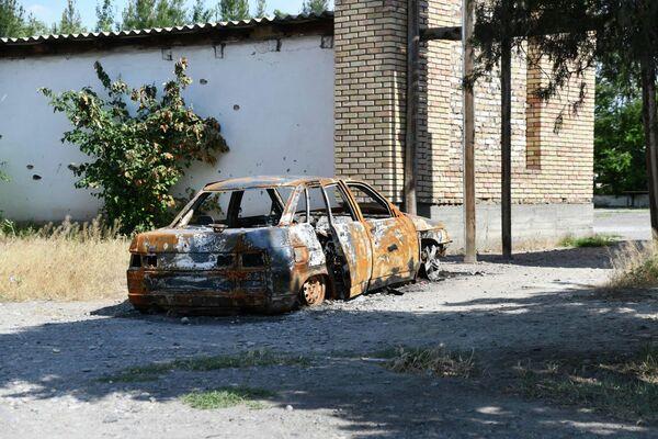 Около 60 магазинов, автозаправочных станций и домов на спорной территории двух государств были сожжены дотла - Sputnik Таджикистан