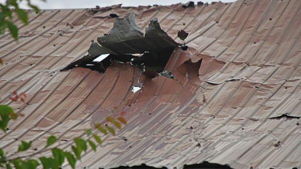 Разрушенные дома после столкновений между таджиками и кыргызами  - Sputnik Таджикистан