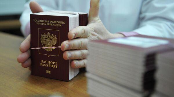 Российский биометрический загранпаспорт - Sputnik Таджикистан