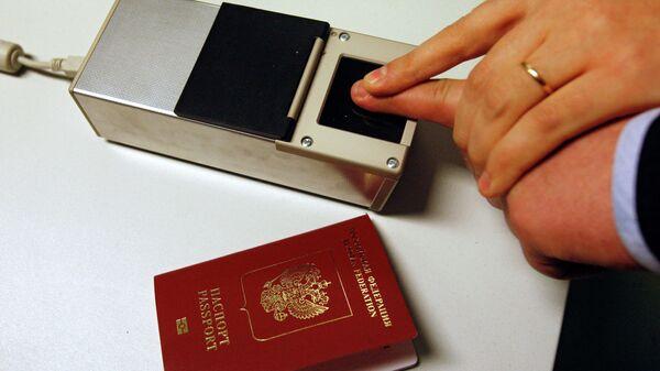 Отпечаток пальца для загранпаспорта - Sputnik Таджикистан