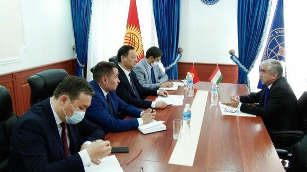 Встреча Посла Таджикистана с  Министром иностранных дел Кыргызстана - Sputnik Тоҷикистон