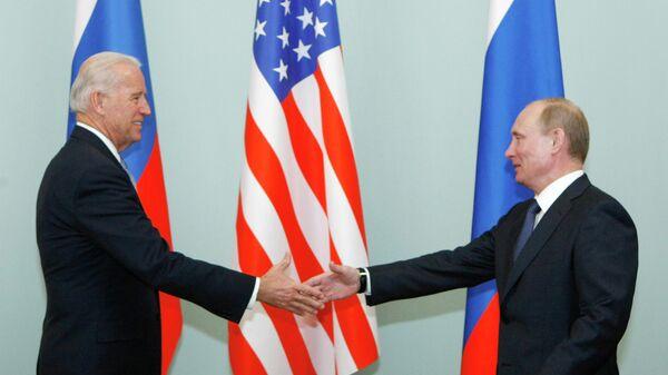 Джо Байден  и Владимир Путин - Sputnik Таджикистан