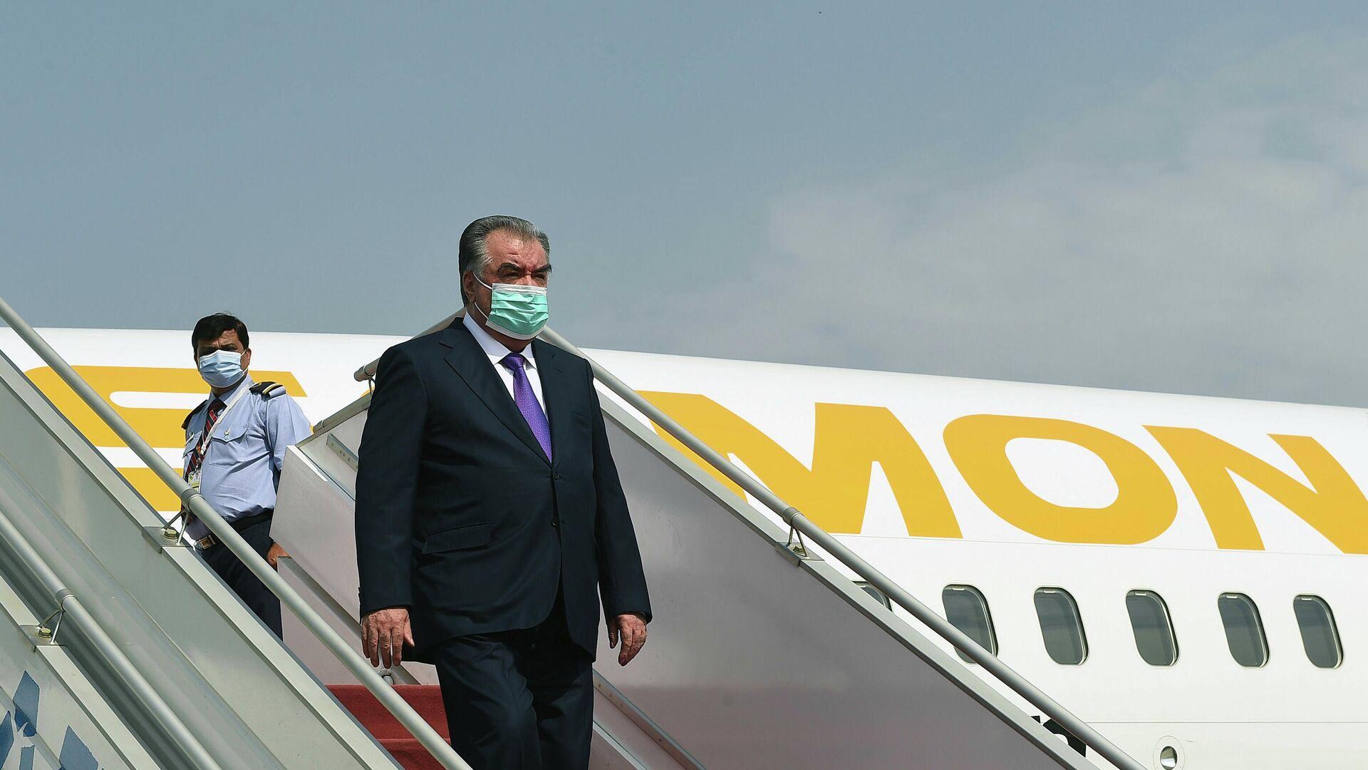 Президент Таджикистана Эмомали Рахмон прилетел в Исламабад - Sputnik Таджикистан, 1920, 04.08.2021