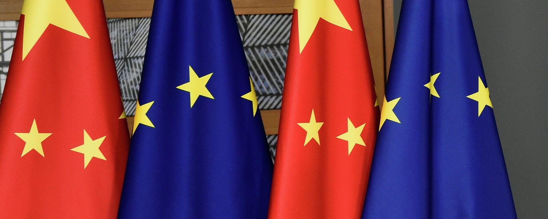 Флаги ЕС и Китая - Sputnik Таджикистан, 1920, 02.06.2021