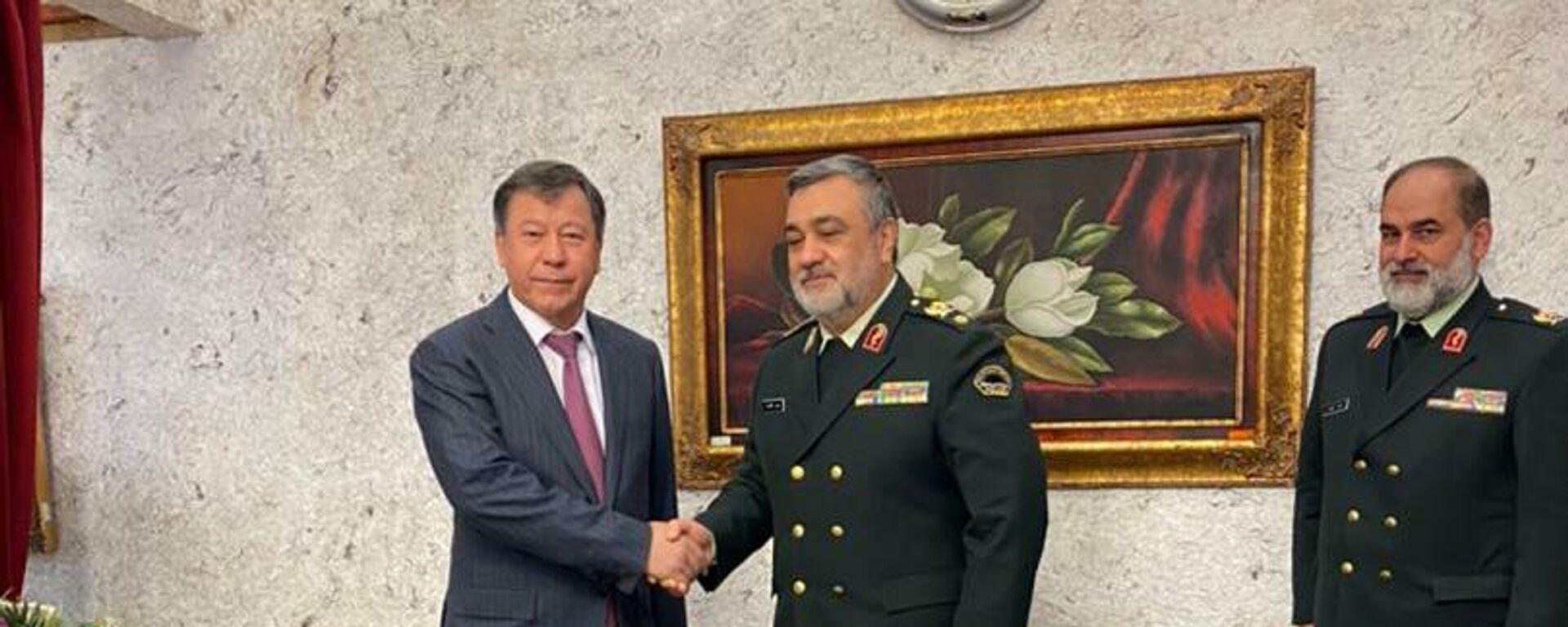 Министр внутренних дел РТ Рахимзода Рамазон посетил Выставку военной техники Исламской Республики Иран, а также вооружения и тяжелой военной техники - Sputnik Тоҷикистон, 1920, 04.06.2021