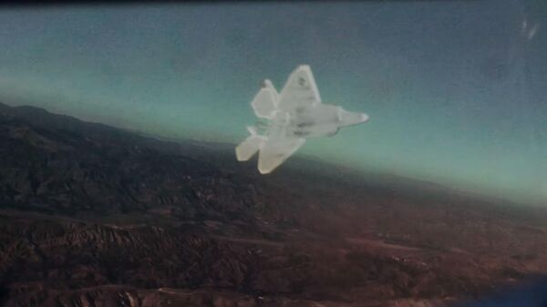 Просмотр усовершенствованной гарнитуры дополненной реальности Red 6 - Sputnik Таджикистан