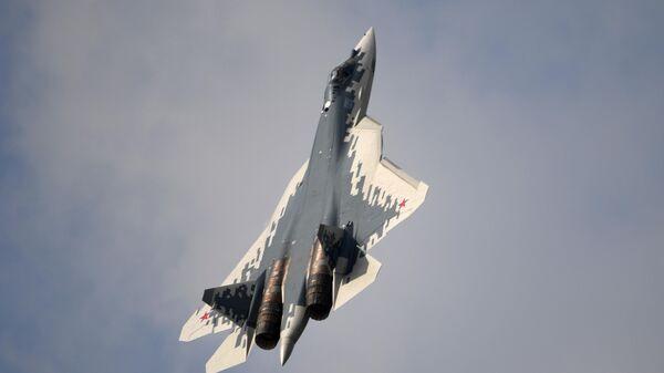 Российский многофункциональный истребитель пятого поколения Су-57 - Sputnik Таджикистан