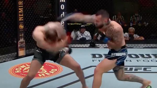 Лучшие моменты турнира UFC Вегас 28 - Sputnik Тоҷикистон