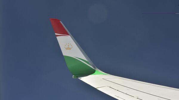 Вид из иллюминатора на крыло самолета президента Республики Таджикистан - Sputnik Таджикистан