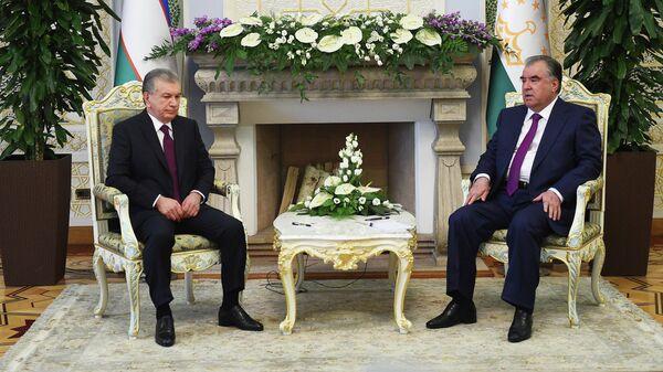 Президент Республики Узбекистан Шавкат Мирзиёев прибыл с официальным визитом в Республику Таджикистан - Sputnik Таджикистан