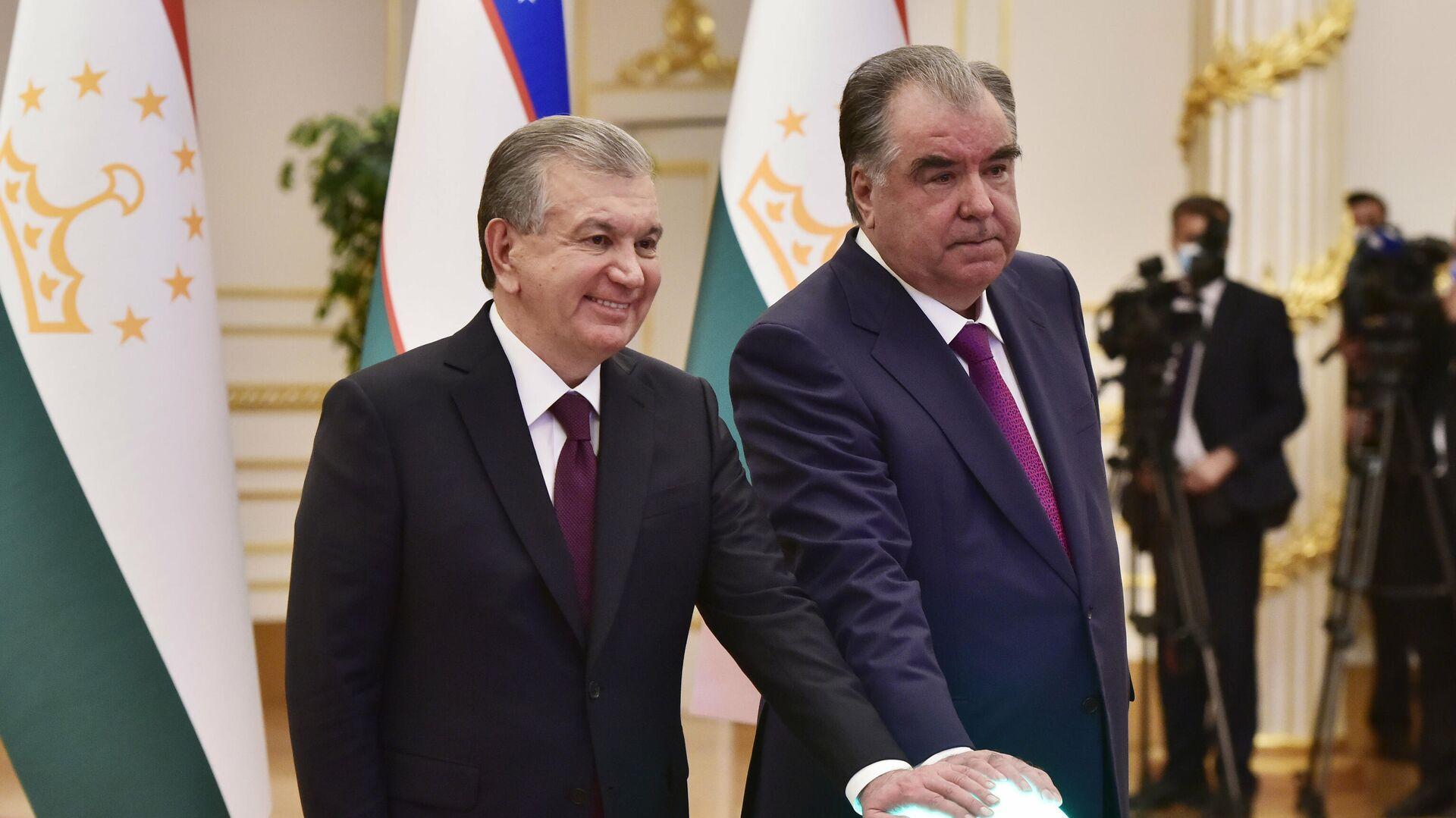 Эмомали Рахмон и Шавкат Мирзиеев запустили новую школу и оздоровительный комплекс - Sputnik Таджикистан, 1920, 10.06.2021
