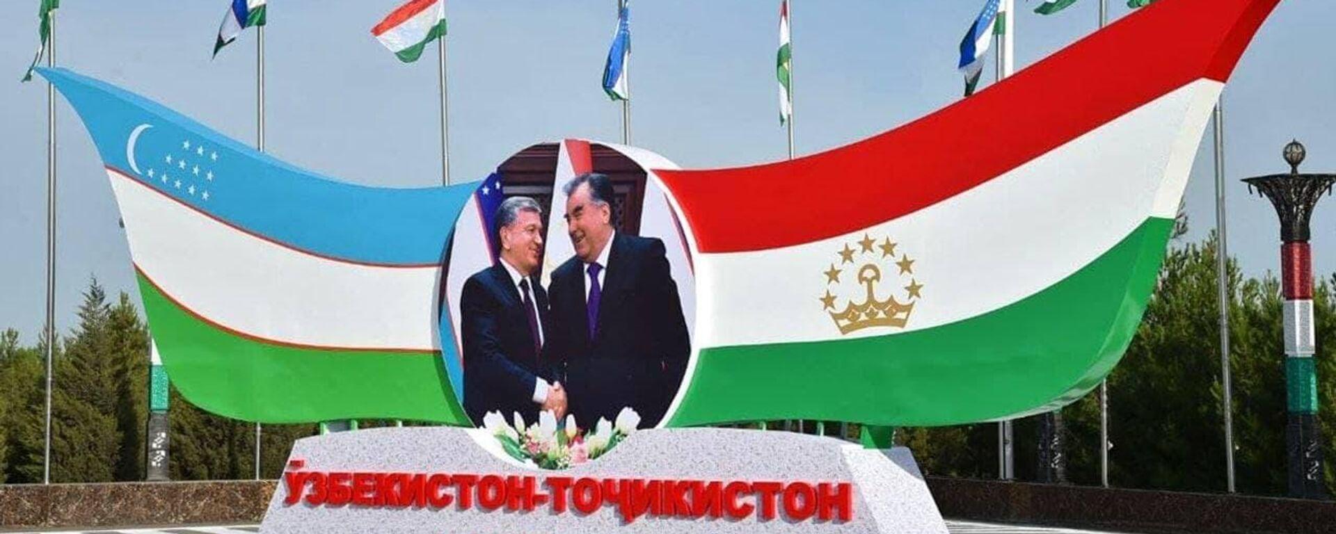 Стенд с Рахмоном и Мирзиёевым - Sputnik Таджикистан, 1920, 11.06.2021