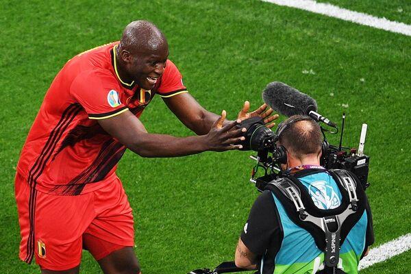Первый гол в матче забил игрок сборной Бельгии Ромелу Лукаку. Третий - тоже он. - Sputnik Таджикистан