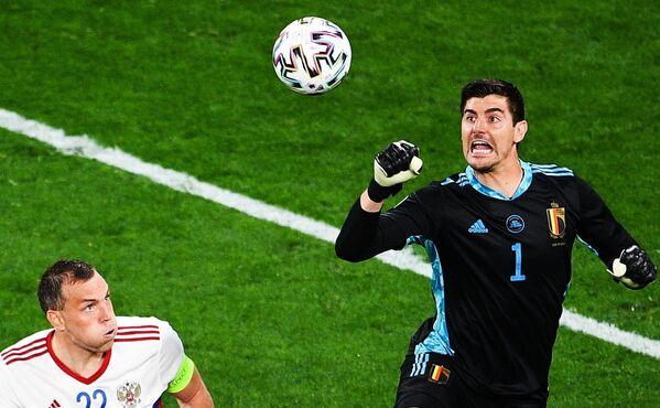 Вратарь сборной Бельгии Тибо Куртуа отработал на ура все опасные моменты, которые пыталась реализовать сборная России. - Sputnik Таджикистан