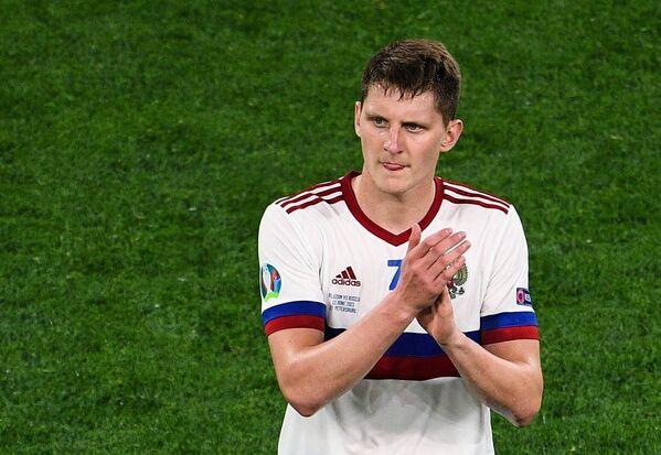 После окончания матча российские футболисты поблагодарили болельщиков. - Sputnik Таджикистан