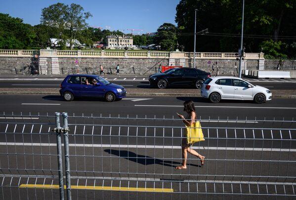 Жителей Женевы в день встречи президентов призвали работать удаленно и воздерживаться от передвижений по улицам, если они необязательны. - Sputnik Таджикистан