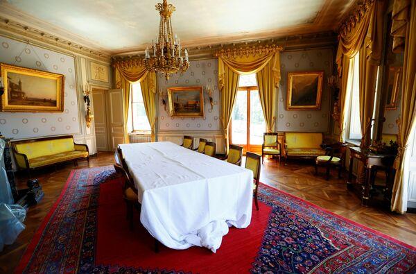 Комнаты в особняке Ла Гранж впечатляют историческим интерьером. - Sputnik Таджикистан