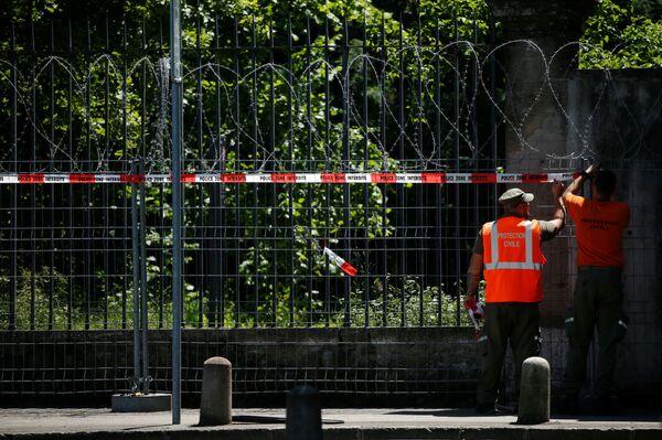 Среди мер безопасности не только обнесение особняка оградой, но и полное перекрытие воздушного пространства. - Sputnik Таджикистан