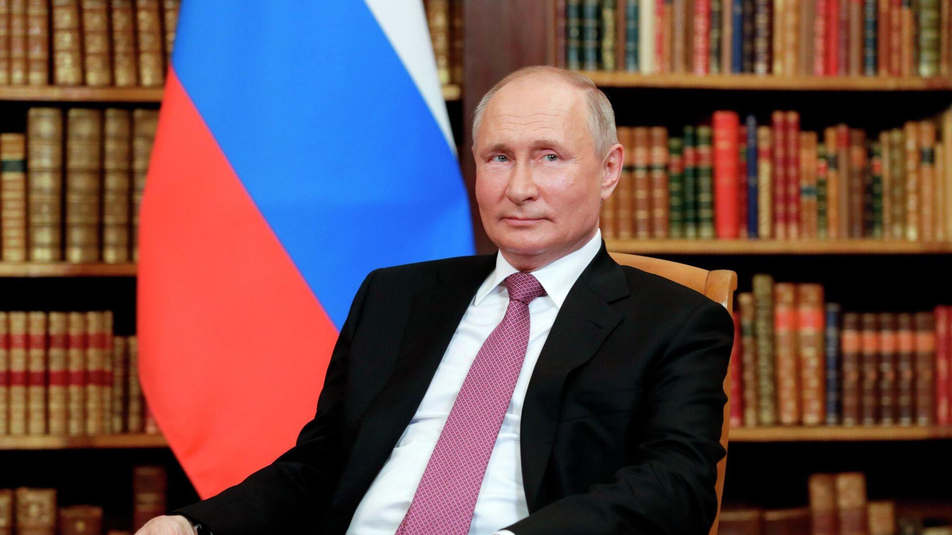 Президент РФ Владимир Путин - Sputnik Таджикистан, 1920, 05.08.2021