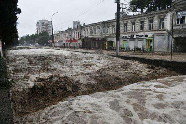 Циклон обрушился на Крым 17 июня. - Sputnik Таджикистан