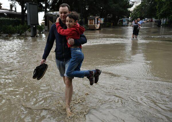 Ростуризм рекомендовал туроператорам перенести туры в Крым. - Sputnik Таджикистан