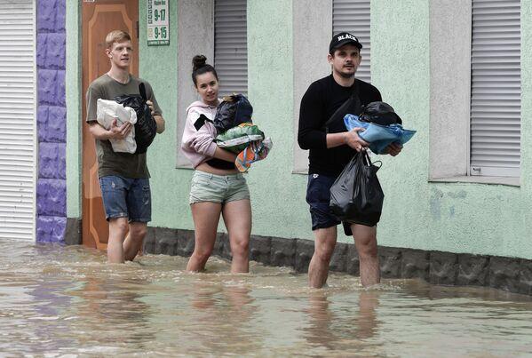Спасатели эвакуировали почти 1,8 тыс. человек из опасных зон. - Sputnik Таджикистан