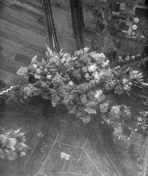 """22 июня 1941 года немецкая авиация бомбит советские города. Кадр из документального фильма """"Великая Победа советского народа"""". - Sputnik Таджикистан"""