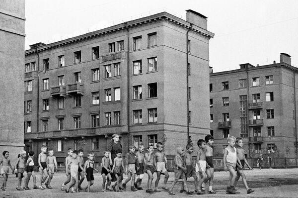 Начало войны. Дети на улицах Москвы. - Sputnik Таджикистан