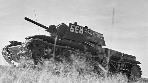 Колонна танков танкового полка при Военной Академии механизации и моторизации им. Сталина, июнь 1941 года - Sputnik Тоҷикистон