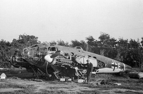 Один из первых немецких самолетов, сбитых под Одессой - Sputnik Таджикистан