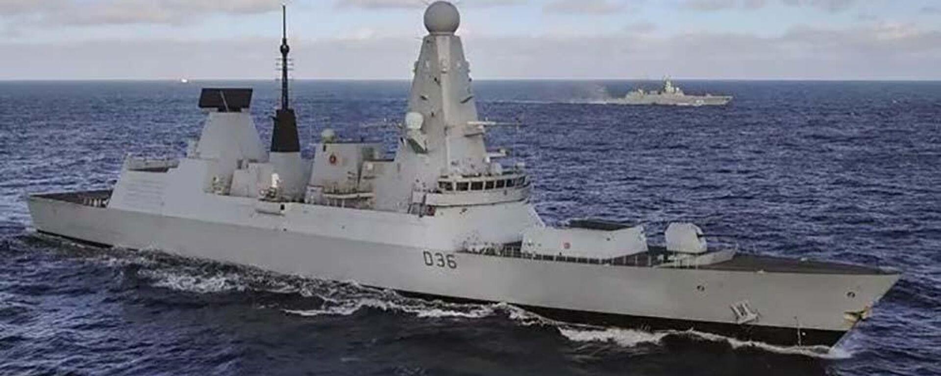 Британский эсминец Defender сопровождает группу российских военных кораблей в проливе Ла–Манш - Sputnik Таджикистан, 1920, 23.06.2021