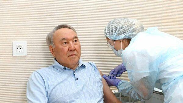 Первый президент Казахстана, Нурсултан Назарбаев привился вакциной Спутник V  - Sputnik Тоҷикистон