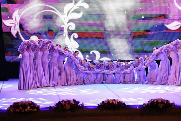 В ходе выступления они представили свою танцевальную программу. - Sputnik Таджикистан
