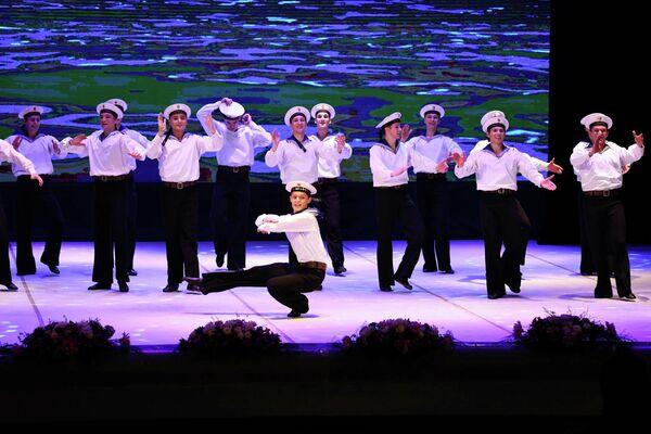 Танцевальный номера артистов из России постоянно сопровождались громкими овациями. - Sputnik Таджикистан