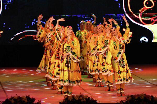 Особый восторг у зрителей вызвало исполнение национального таджикского танца. - Sputnik Таджикистан