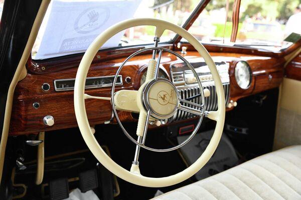 Многие авто сохранили богатое внутреннее убранство. - Sputnik Таджикистан