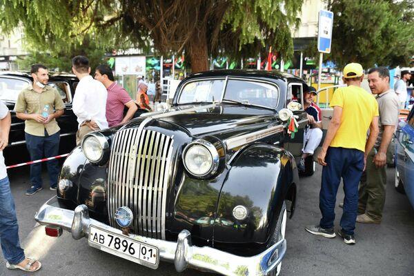 Фестиваль ретроавтомобилей в Душанбе стартовал с аншлагом. - Sputnik Таджикистан
