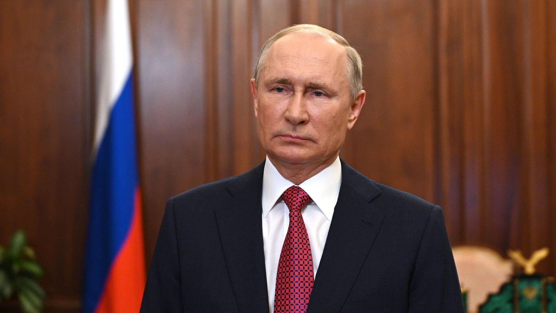 Президент РФ Владимир Путин во время видеообращения - Sputnik Тоҷикистон, 1920, 13.10.2021