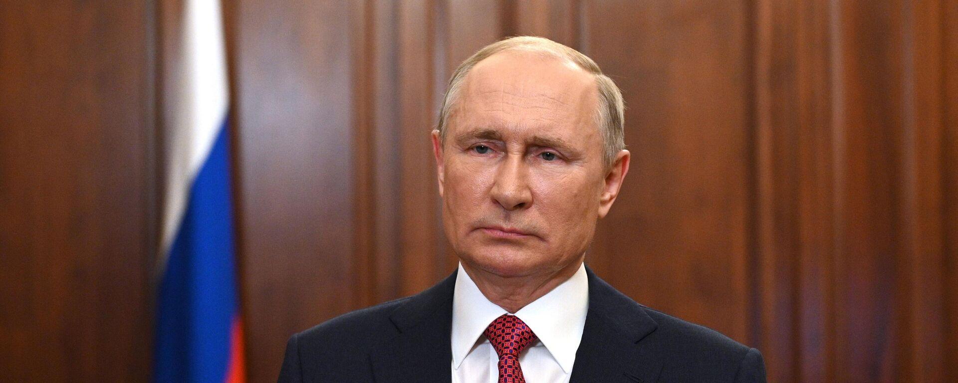 Президент РФ Владимир Путин во время видеообращения - Sputnik Таджикистан, 1920, 27.06.2021