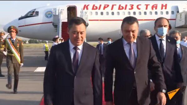 Кто и как встретил Жапарова в Душанбе — видео прибытия  - Sputnik Тоҷикистон
