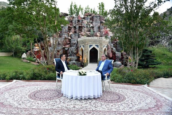 Жапаров поблагодарил Рахмона за гостеприимство и теплый прием в Душанбе. - Sputnik Таджикистан