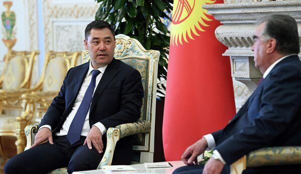 Основной темой беседы Рахмона и Жапарова стало решение приграничных вопросов. - Sputnik Таджикистан