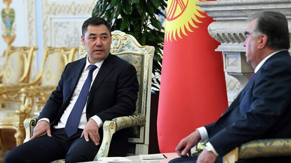 Встреча президента Таджикистана Эмомали Рахмона и президента Кыргызстана Садыра Жапарова - Sputnik Тоҷикистон