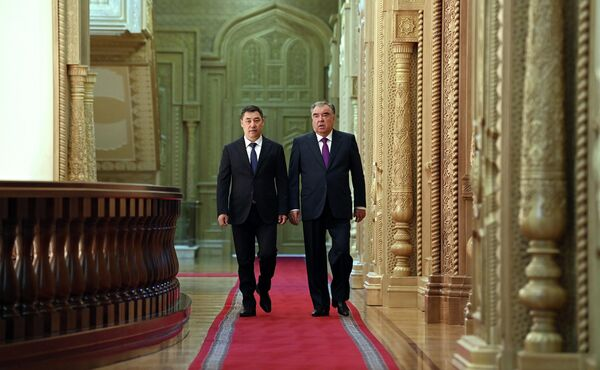 Встреча Рахмона и Жапарова началась с переговоров тет-а-тет. - Sputnik Таджикистан