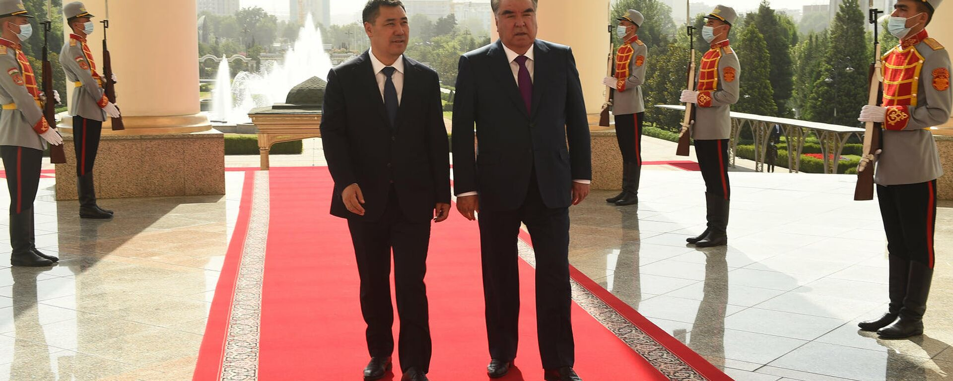 Президент Таджикистан Эмомали Рахмон и президент Кыргызстана Содир Джабборов - Sputnik Тоҷикистон, 1920, 30.08.2021