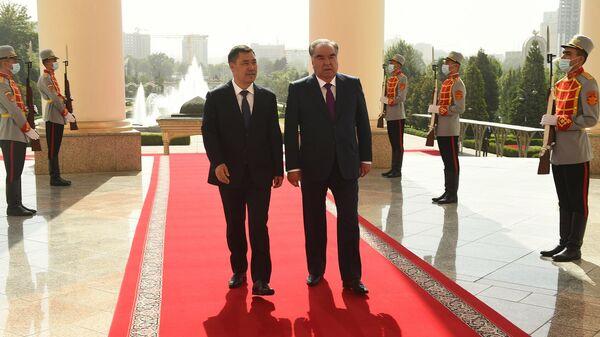 Президент Таджикистан Эмомали Рахмон и президент Кыргызстана Садыр Жапаров - Sputnik Тоҷикистон